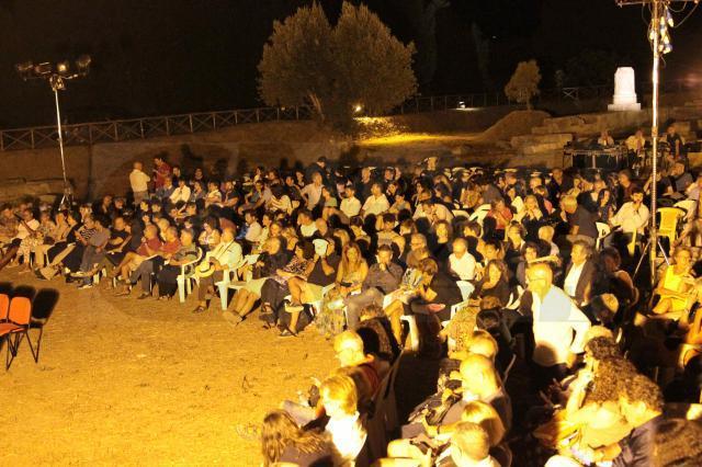 """Teatro, Locri: """"Lisistrata"""" conquista il pubblico al tempio di Marasà"""